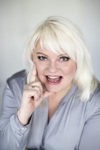 Niina Sainius, kouluttaja; esiintyminen, vaikuttaminen, kehonkieli