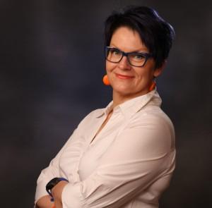 Oili Valkila, suomen kielen maisteri, FM, MHT, logonomi, toimittaja, kirjoittaminen, puheviestintä, sisältömarkkinointi